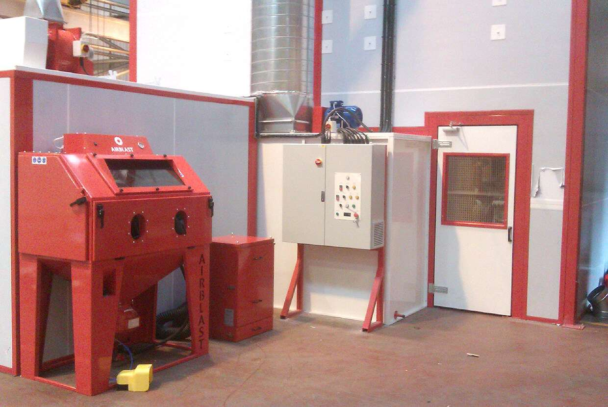 difference between pressure blast and suction blast cabinet